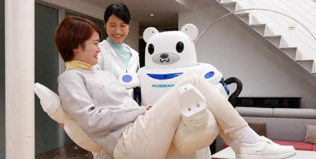 Japan-has-created-a-robot-bear-that'll-help-nurses-take-care-of-their-patients-650x328