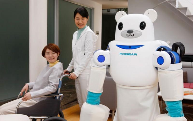 Робот-мече помага на възрастни пациенти
