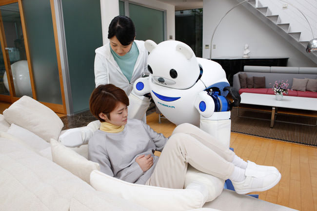 Japan-has-created-a-robot-bear-that'll-help-nurses-take-care-of-their-patients7