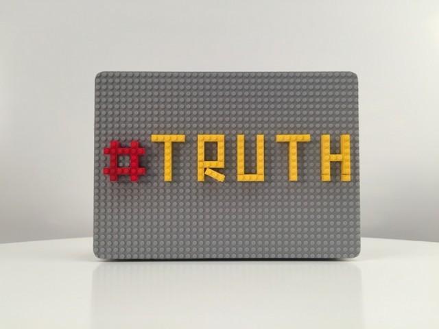 The-Lego-Macbook-Case_2-640x480