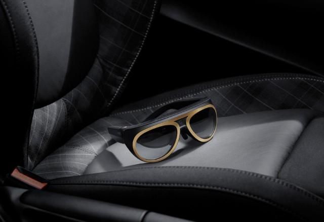 The-MINI-Augmented-Vision-Eyewear_5-640x438