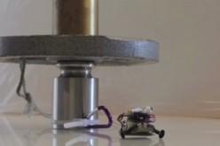 Робот-катерач носи товар 100 по-тежък от собственото си тегло