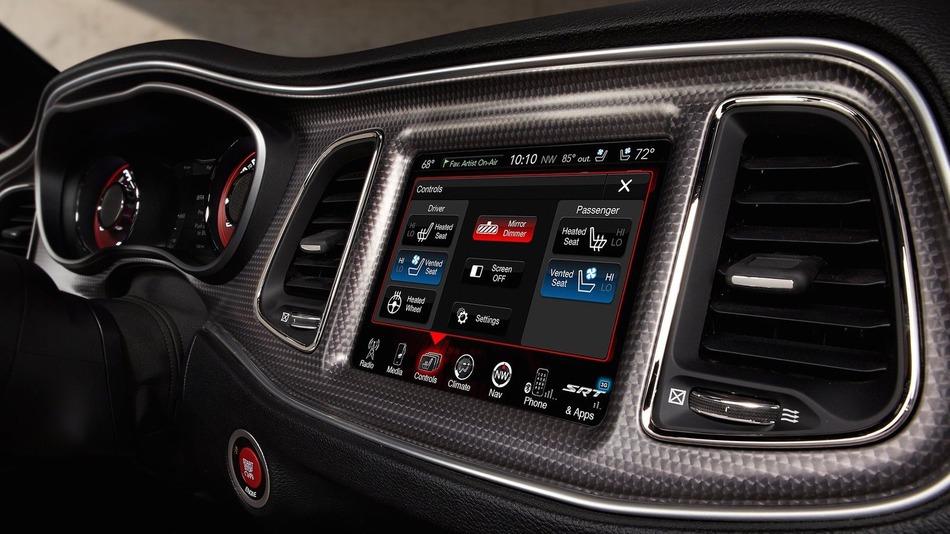Dodge-Challenger-Hellcat-Infotainment-Screen