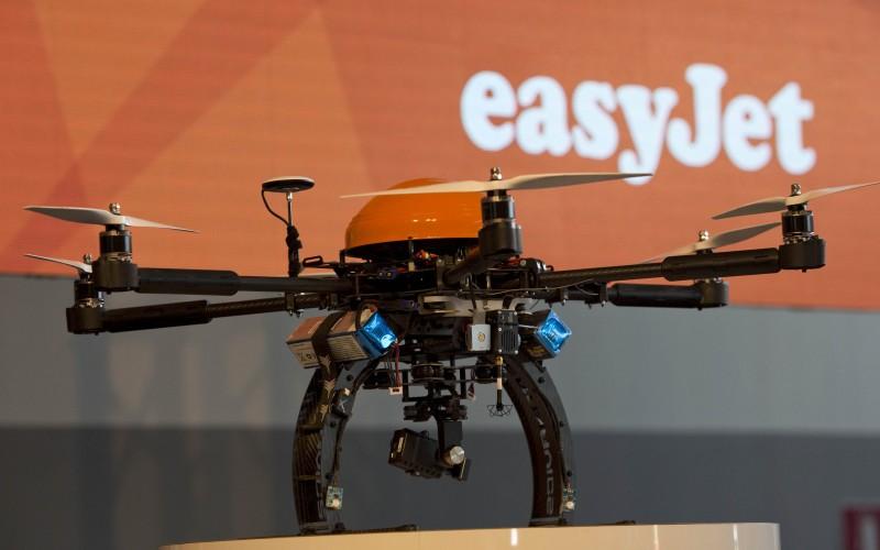 easyJet придружава самолетите си с дронове