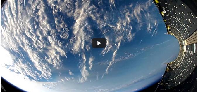 Част от ракетата SpaceX пада обратно на Земята