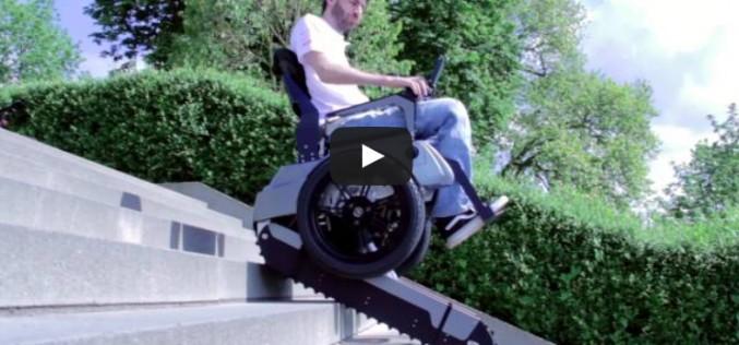 Електрически стол за хора с увреждания преодолява стълбища