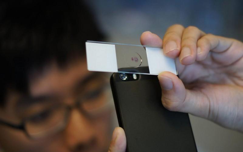Лещи превръщат смартфоните в микроскоп, и то само за 5 стотинки