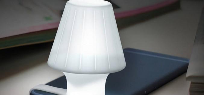 Аксесоар за смартфон превръща светкавицата на камерата в лампа