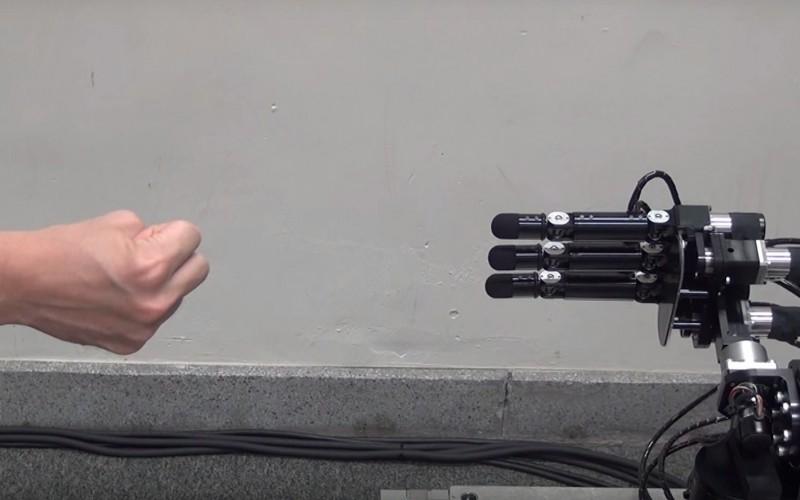"""Робот не може да бъде победен на """"камък-ножица-хартия"""""""