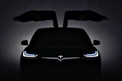 """Новия Tesla Model X е с бутон за """"защита от биологично оръжие"""""""