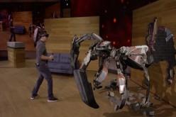 Microsoft HoloLens ви позволява да се биете с извънземни в собствения си хол