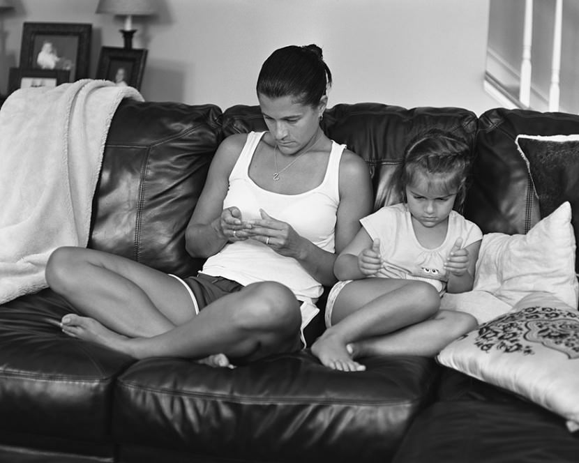 portraits-holding-devices-removed-eric-pickersgill-30-830x664