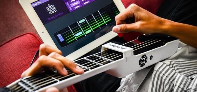 Jamstik ни учи как да свирим на китара като професионалисти