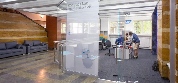 Специална зала за занимания с роботи беше открита в Софийската математическа гимназия