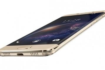 Смартфон с извит екран за 100 долара
