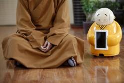 Единственият в света робот-будист става монах