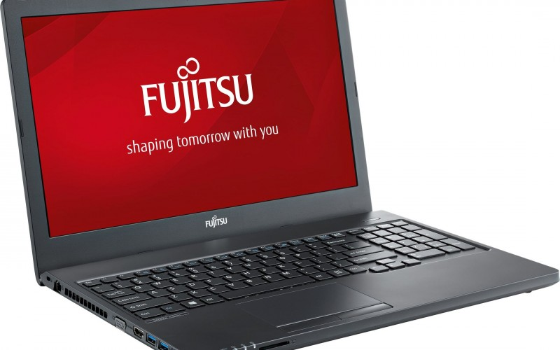 Fujitsu Lifebook A557: лаптоп с последното поколение процесор и изпипани детайли