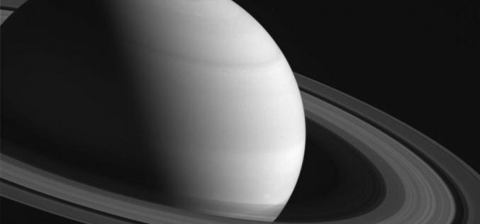 Сондата Cassini засне Южното сияние на Сатурн