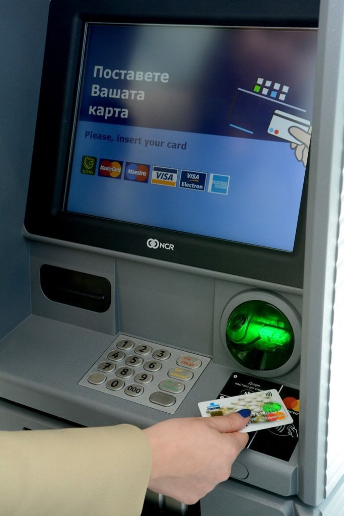 Razplashtane_s_bezkontaktna_karta_na_bezkontaktniya_bankomat
