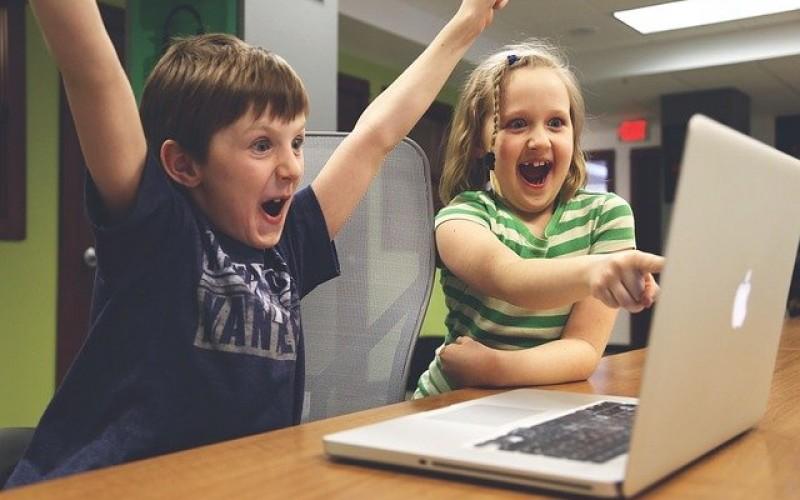 Родителите вече признават значението на дигиталната грамотност на децата си