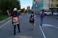 Служителите на Теленор зарадваха 80 деца в неравностойно положение с учебни материали
